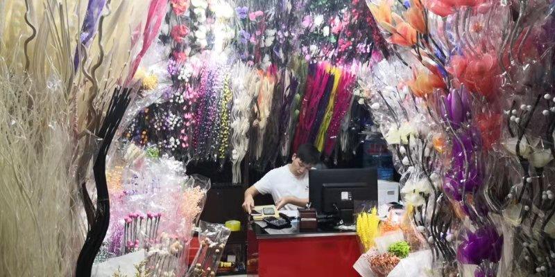Искусственные цветы на оптовом рынке Иу