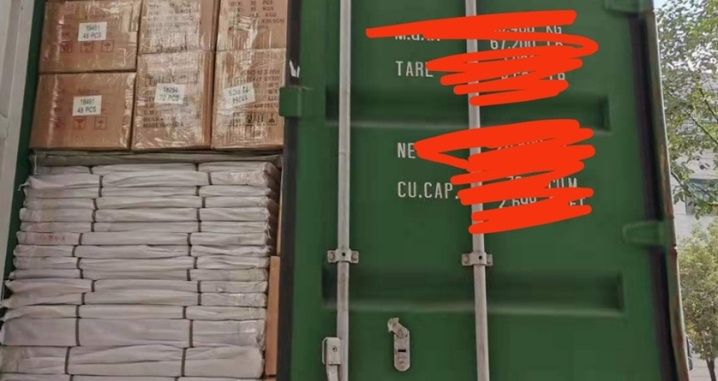 Полностью загруженный контейнер для отправки в Россию